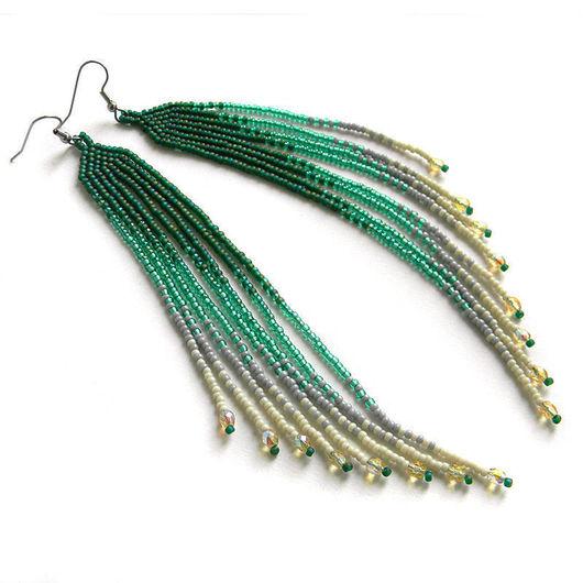 Очень длинные серьги из бисера в зеленых и кремовых тонах. Украшения ручной работы от Anabel.