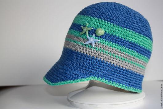 Козырек кепки может быть классическим, даже в детской моде.