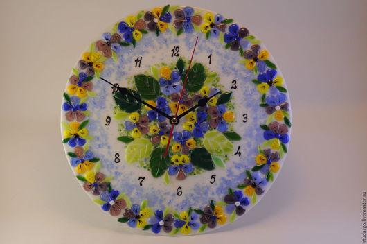 """Часы для дома ручной работы. Ярмарка Мастеров - ручная работа. Купить Фьюзинг. Часики настенные """"Любимые фиалки"""". Handmade."""