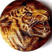 """Украшения ручной работы. Ярмарка Мастеров - ручная работа """"Злой тигр"""", кедровый кулон, выжигание. Handmade."""