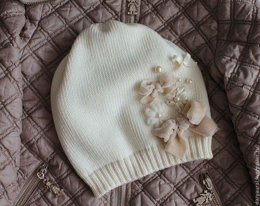 Современная стильная удлинённая шапочка, красиво и удобно сидит на голове.Мягко, тепло,модно.