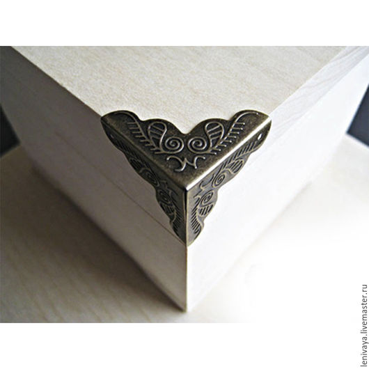 Уголок декоративный трехгранный (4 шт.) 24х34 мм