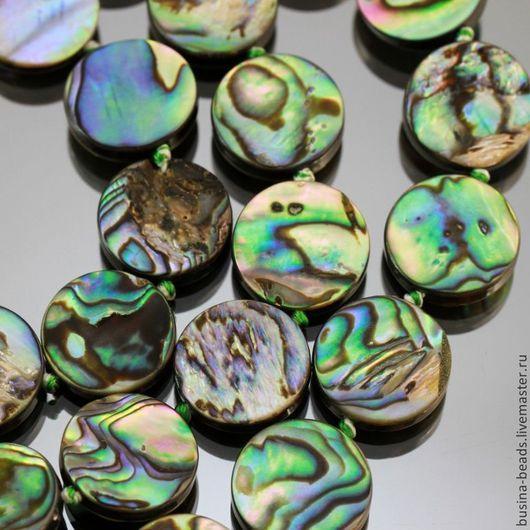 Бусины акриловые формы таблетка диаметром 14 мм с наклеенными пластинками натурального перламутра из ракушек гелиотис   галиотис для использования в сборке украшений