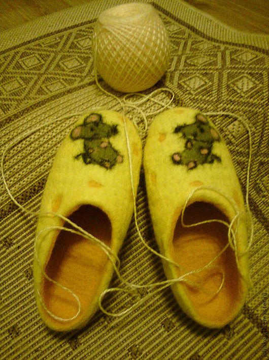 Обувь ручной работы. Ярмарка Мастеров - ручная работа. Купить тапочки валяные Отдых на сыре.. Handmade. Звериный, желтый