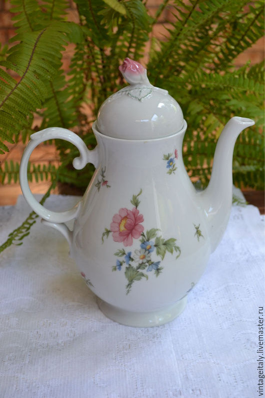 """Винтажная посуда. Ярмарка Мастеров - ручная работа. Купить чайник """"Бутон розы"""". Немецкий фарфор.РЕЗЕРВ. Handmade. Белый, старина"""