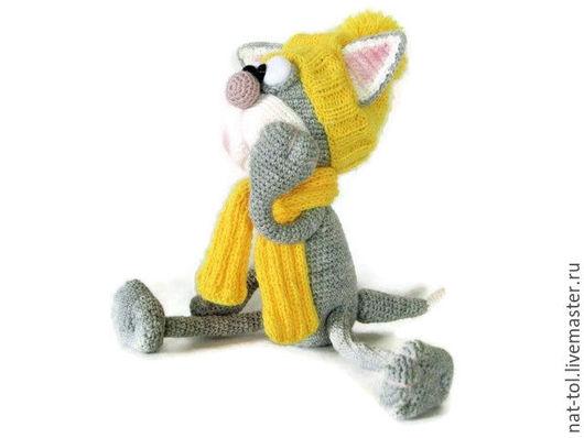 Игрушки животные, ручной работы. Ярмарка Мастеров - ручная работа. Купить Вязаная  игрушка  котик мечтатель серый в жёлтой шапочке. Handmade.