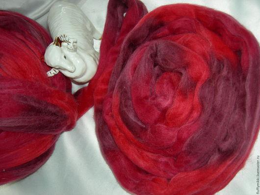 Топс меринос 21 мкм `Глинтвейн`  10гр - 35 руб. Шерсть топс меринос 21 микрон, окрашенная в технике ОМБРЕ. Цвета в ленте красный, малиновый, темно-вишневый