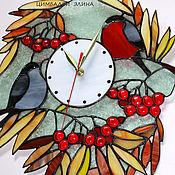 """Витражные часы """"Снегири""""."""