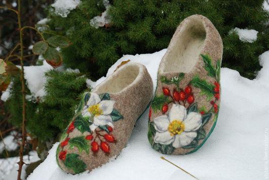 """Обувь ручной работы. Ярмарка Мастеров - ручная работа. Купить Тапочки """" Рождественские"""". Handmade. Бежевый, шерсть меринос"""
