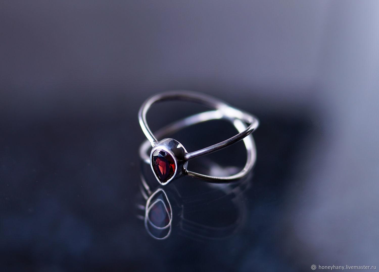 Кольца ручной работы. Ярмарка Мастеров - ручная работа. Купить Тонкое, нежное кольцо Бесконечность с красным гранатом каплей. Handmade.