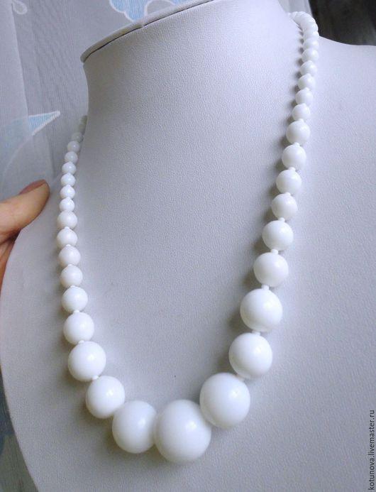 Винтажные украшения. Ярмарка Мастеров - ручная работа. Купить Ожерелье 50см Белое глушеное стекло. Чехословакия, 1950 г.. Handmade.