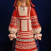 Статуэтка ручной работы. Ярмарка Мастеров - ручная работа Статуэтка: Девица в праздничном костюме. Handmade.
