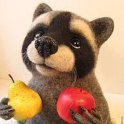 Куклы и игрушки ручной работы. Ярмарка Мастеров - ручная работа войлочный енот Федот. Handmade.