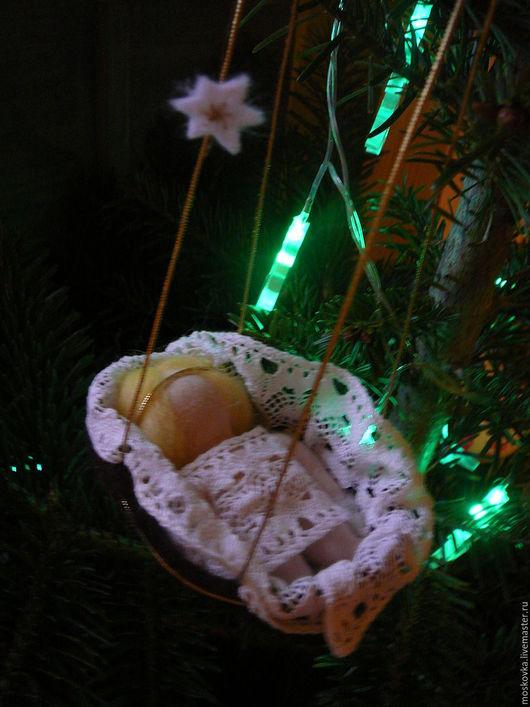 Вальдорфская игрушка ручной работы. Ярмарка Мастеров - ручная работа. Купить Рождественский Младенец в колыбели. Handmade. Комбинированный, Новый Год
