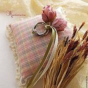 Свадебный салон ручной работы. Ярмарка Мастеров - ручная работа Лили.Комплект подушечка+подвязка. Handmade.