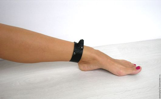 """Браслеты ручной работы. Ярмарка Мастеров - ручная работа. Купить """"Крыло"""" кожаный браслет на ногу. Handmade. Кожа натуральная, черный"""