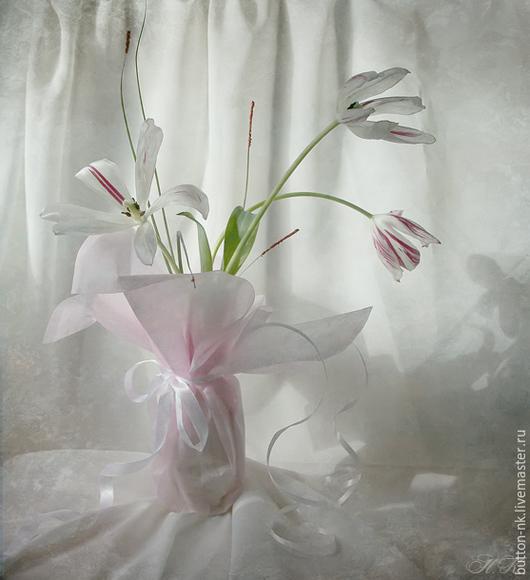 Фотокартины ручной работы. Ярмарка Мастеров - ручная работа. Купить натюрморт Девичьи Грезы (тюльпаны в вазе в лучах утреннего солнца). Handmade.