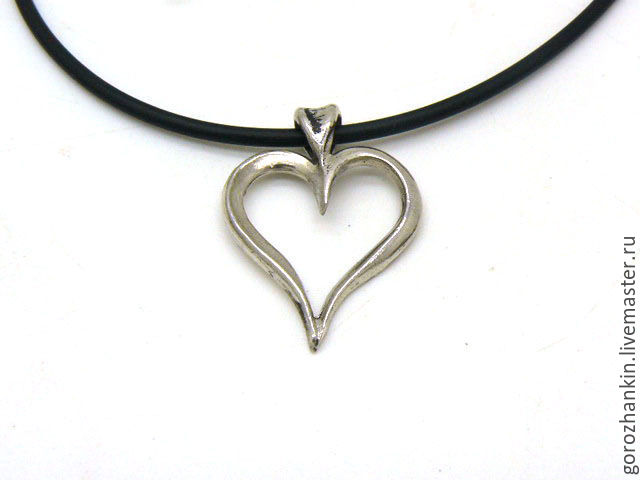 Pendant silver `Heart` to buy my girlfriend a heart pendant for new year, birthday, February 14. Valentine's day March 8 to give the heart pendant a silver girl wife best friend sister mother
