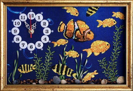 """Часы для дома ручной работы. Ярмарка Мастеров - ручная работа. Купить Часы настенные вышитые """" В поисках Немо"""". Handmade."""