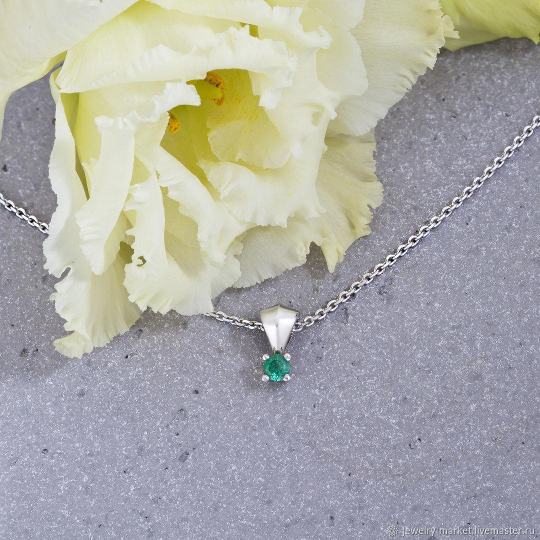 White gold pendant with a gorgeous Ural emerald GIFT, Pendants, Ekaterinburg,  Фото №1