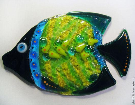 Рыбка приклейка 6. Стекло. Фьюзинг. Декоративная стеклянная рыбка приклеивается на плитку или зеркало с помощью прозрачного силикона. Цвета и размеры в ассортименте.
