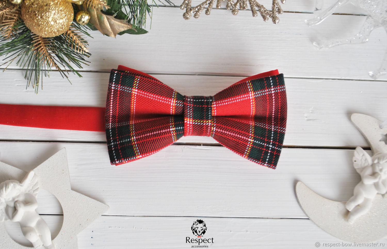 Красная галстук бабочка с потрясающим новогодним принтом в клетку Шотландка. Этот новогодний подарок шьем оптом и в розницу. Так же новогодние галстуки бабочки заказывают для нвоогоднего корпоратива.