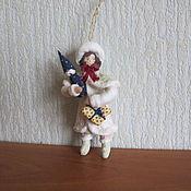 Подарки к праздникам ручной работы. Ярмарка Мастеров - ручная работа Девочка с подарками.Ватные елочные игрушки. Handmade.