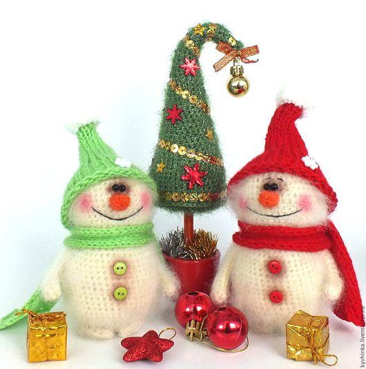 Новый год 2017 ручной работы. Ярмарка Мастеров - ручная работа. Купить Снеговик (Новый год, подарок, вязаная игрушка). Handmade. Белый