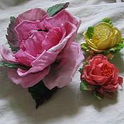 """Цветы и флористика ручной работы. Ярмарка Мастеров - ручная работа заколка-брошь """"роза открытая с тычинками"""". Handmade."""