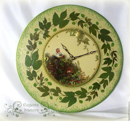 часы настенные ручной работы с орнаментом из засушенных листьев хмеля