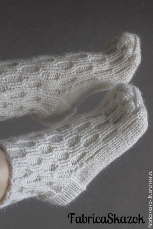 Носки, Чулки ручной работы. Ярмарка Мастеров - ручная работа. Купить Вязаные шерстяные носки. Handmade. Белый, носки теплые