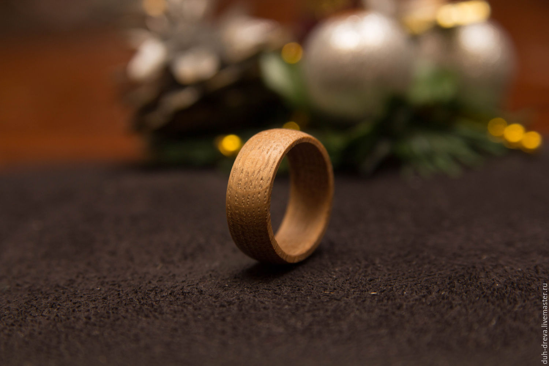 Кольцо из дерева дуб