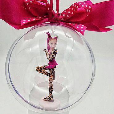 Куклы и игрушки ручной работы. Ярмарка Мастеров - ручная работа Куклы: портретная фигурка, фигуристка-кошка, подарок тренеру. Handmade.