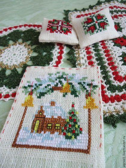 """Кукольный дом ручной работы. Вязаный комплект """"Рождество"""" в кукольный дом. Чемодан добра (Юлия). Ярмарка Мастеров. Кукольная миниатюра"""