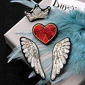 """Комплект брошей ручной работы. Ярмарка Мастеров - ручная работа Комплект брошей """" Крылья и корона"""" ручная вышивка. Handmade."""