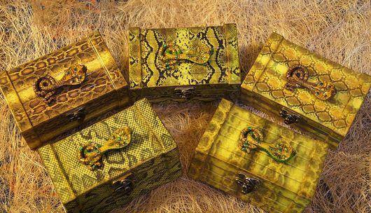Шкатулки ручной работы. Ярмарка Мастеров - ручная работа. Купить Деревянные сундучки змейки  - подарок в год змеи. Handmade. Декупаж, патина