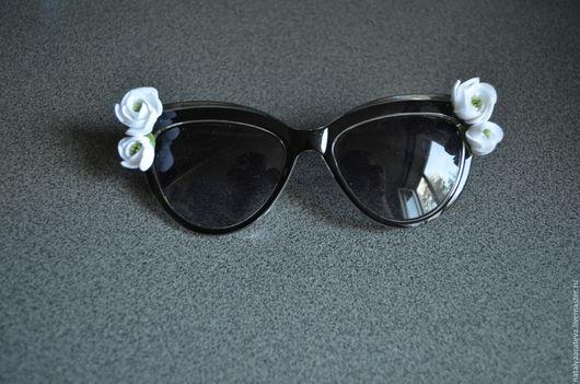 В НАЛИЧИИ. Солнцезащитные очки с ранункулюсами.