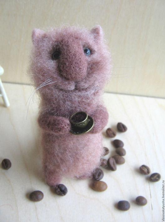 Игрушки животные, ручной работы. Ярмарка Мастеров - ручная работа. Купить Кот с чашечкой кофе. Handmade. Бежевый, котик из шерсти