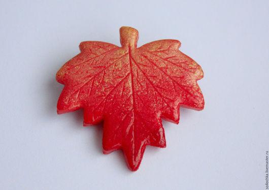 """Броши ручной работы. Ярмарка Мастеров - ручная работа. Купить Брошка """"Кленовый лист"""". Handmade. Ярко-красный, осень, оранжевый"""