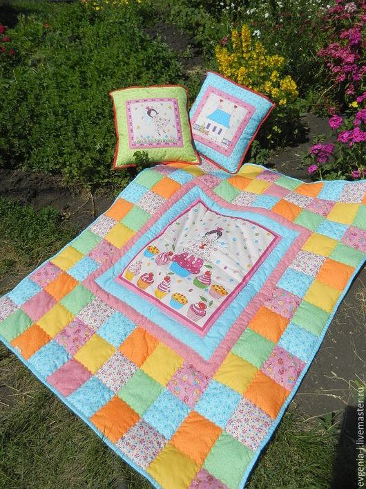 Пледы и одеяла ручной работы. Ярмарка Мастеров - ручная работа. Купить Лоскутное одеяло для девочки. Handmade. Комбинированный, лоскутное одеяло
