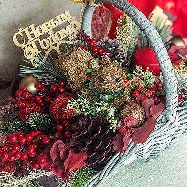 Цветы и флористика ручной работы. Ярмарка Мастеров - ручная работа Новогодний декор, новогодний декор в корзине,декор красного цвета. Handmade.