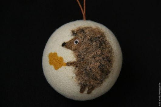 Новый год 2017 ручной работы. Ярмарка Мастеров - ручная работа. Купить шар на ёлку. Handmade. Ежик, мультяшный герой, коричневый