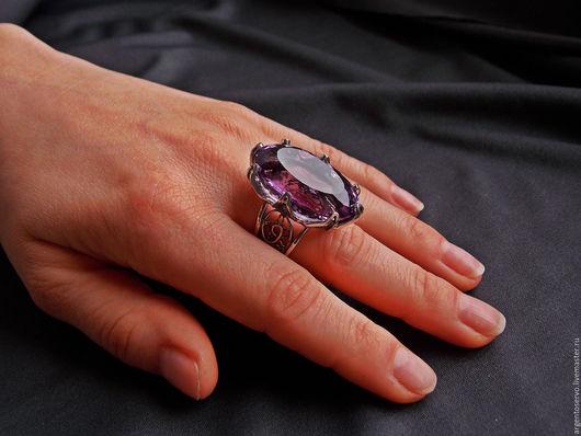Кольцо с нереально красивым и крупным аметистом в серебре