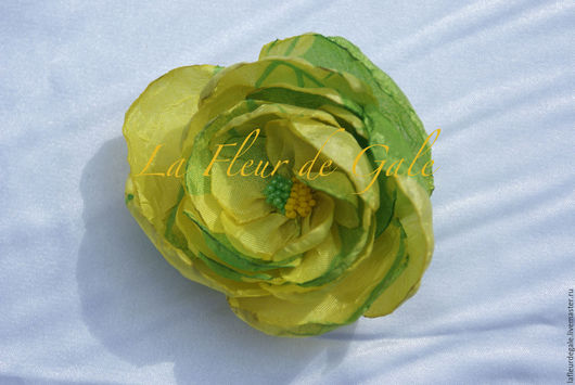 Заколки ручной работы. Ярмарка Мастеров - ручная работа. Купить «Дикая Роза» жёлто-салатовая «Wild Rose».. Handmade.