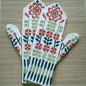 """Аксессуары ручной работы. Ярмарка Мастеров - ручная работа варежки вязаные """"Цветы на снегу"""". Handmade."""