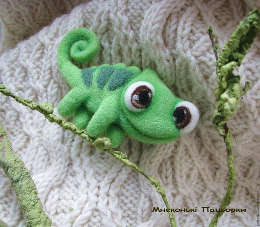 """Броши ручной работы. Ярмарка Мастеров - ручная работа. Купить Валяная брошь из шерсти ручной работы """"Хамелеон Паскаль"""", зеленый. Handmade."""