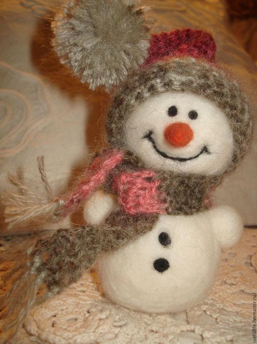 Новый год 2017 ручной работы. Ярмарка Мастеров - ручная работа. Купить Снеговик в шапочке. Handmade. Комбинированный, новогодний сувенир, снеговик