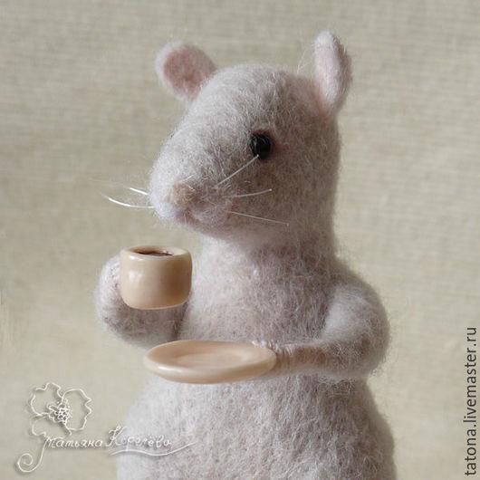"""Игрушки животные, ручной работы. Ярмарка Мастеров - ручная работа. Купить Мышка """"Время пить кофе"""". Handmade. Кремовый"""
