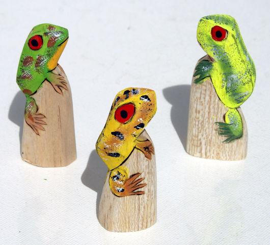 Статуэтки ручной работы. Ярмарка Мастеров - ручная работа. Купить Лягушка статуэтка из дерева бальза, вырезанная и окрашенная вручную. Handmade.