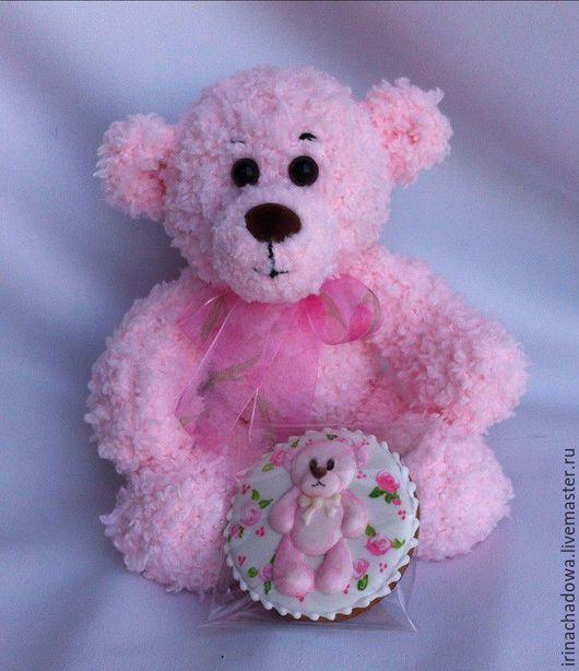 Вязаный розовый мишка. Игрушка ручной работы для подарка самым любимым.